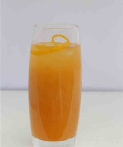 https://cocktailsandshots.com/wp-content/uploads/2018/06/A_Sloe_Kiss_cocktail_recipe_with_vodka_southern_confort_orange_juice_and_Sloe_gin-250x300.jpg