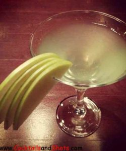 https://cocktailsandshots.com/wp-content/uploads/2018/06/Apple_Martini-250x300.jpg