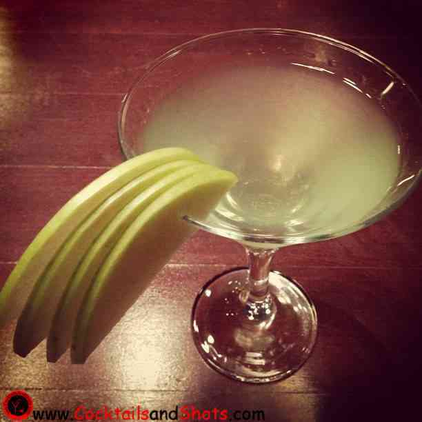 https://cocktailsandshots.com/wp-content/uploads/2018/06/Apple_Martini.jpg