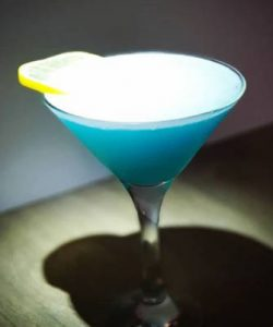 https://cocktailsandshots.com/wp-content/uploads/2018/06/Blue-moon-cocktail-250x300.jpg