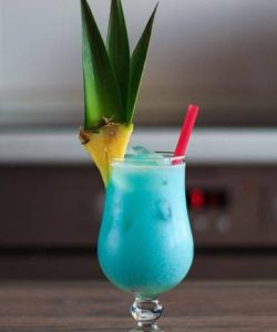 https://cocktailsandshots.com/wp-content/uploads/2018/06/Blue_Hawaiian_cocktail_recipe-250x300.jpg