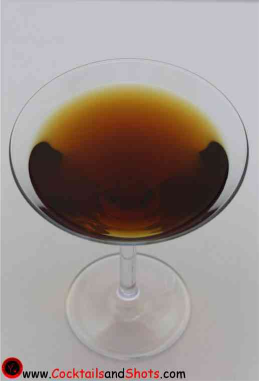 https://cocktailsandshots.com/wp-content/uploads/2018/06/Brooklyn_Cocktail_recipe_made_with_whiskey_dryvermouth_maraschino_picon.jpg