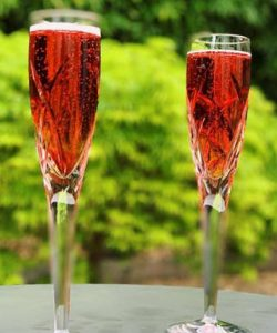 https://cocktailsandshots.com/wp-content/uploads/2018/06/Kir-royale-cocktail-recipe-with-champagne-creme-de-cassis-250x300.jpg