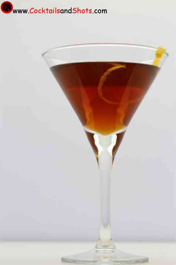 https://cocktailsandshots.com/wp-content/uploads/2018/06/Martinez_cocktail_made_from_jenever_sweet_vermouth_orange_curaçao_angostura_bitters.jpg