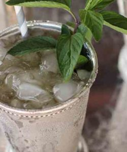 https://cocktailsandshots.com/wp-content/uploads/2018/06/Mint_Julep-250x300.jpg