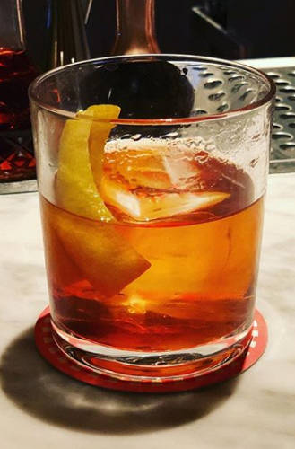 https://cocktailsandshots.com/wp-content/uploads/2018/06/Old_fashioned_cocktail_recipe1.jpg