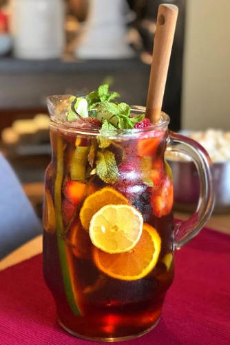 https://cocktailsandshots.com/wp-content/uploads/2018/06/Pimms-punch-cocktail-recipe.jpg