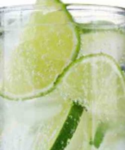 https://cocktailsandshots.com/wp-content/uploads/2018/06/Vodka_Tonic-250x300.jpg