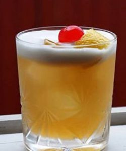 https://cocktailsandshots.com/wp-content/uploads/2018/06/amaretto_sour_cocktail_recipe-250x300.jpg