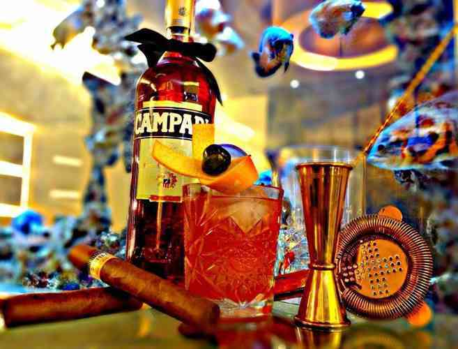 https://cocktailsandshots.com/wp-content/uploads/2018/06/american_peach_cocktail_recipe_with_campari_red_vermouth_peach_syrup_orange_bitters_lemon_juice.jpg