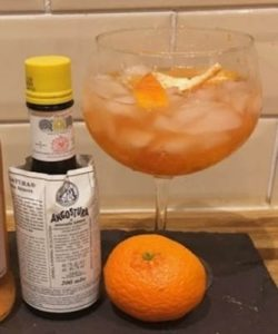 https://cocktailsandshots.com/wp-content/uploads/2018/06/angostura_bitters_gin_cocktail-250x300.jpg