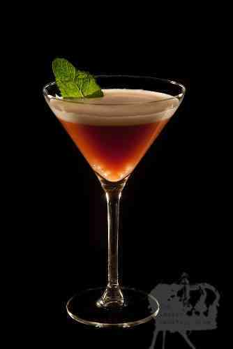 https://cocktailsandshots.com/wp-content/uploads/2018/06/basil_-grande_cocktail_recipe_basil_grandmarnier_chambord.jpg