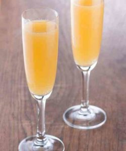 https://cocktailsandshots.com/wp-content/uploads/2018/06/bellini_recipe-250x300.jpg