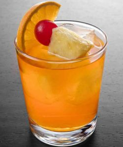 https://cocktailsandshots.com/wp-content/uploads/2018/06/bermuda_rum-swizzle_cocktail_recipe-250x300.jpg