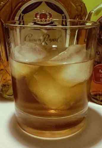 https://cocktailsandshots.com/wp-content/uploads/2018/06/canadian_cocktail_recipe.jpg