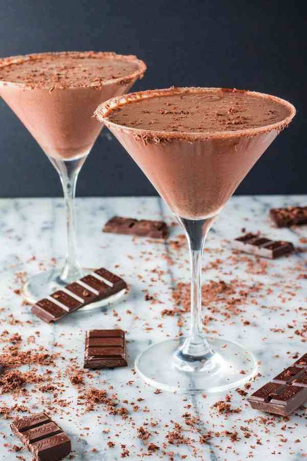 https://cocktailsandshots.com/wp-content/uploads/2018/06/chocolate_martini_recipe.jpg