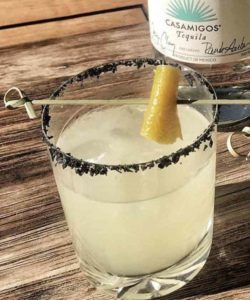 https://cocktailsandshots.com/wp-content/uploads/2018/06/classic_margarita_with_fresh_lemon_juice_and_a_black_salt_rim-250x300.jpg