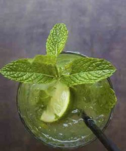 https://cocktailsandshots.com/wp-content/uploads/2018/06/club_mojito_cocktail_recipe-250x300.jpg
