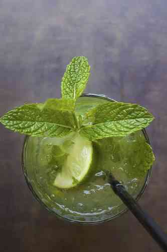 https://cocktailsandshots.com/wp-content/uploads/2018/06/club_mojito_cocktail_recipe.jpg