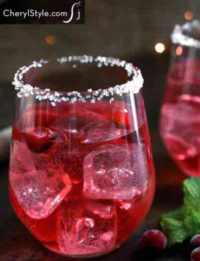 https://cocktailsandshots.com/wp-content/uploads/2018/06/cranberry_mojito_recipe.jpg