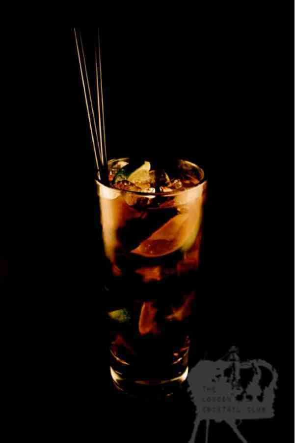 https://cocktailsandshots.com/wp-content/uploads/2018/06/cuba_libre_cocktail_recipe_made_with_rum_and_cola.jpg