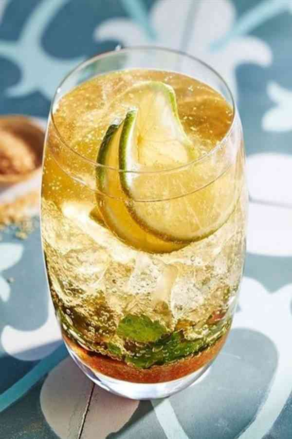 https://cocktailsandshots.com/wp-content/uploads/2018/06/how_to_make_a_rebujito_cocktail_recipe.jpg