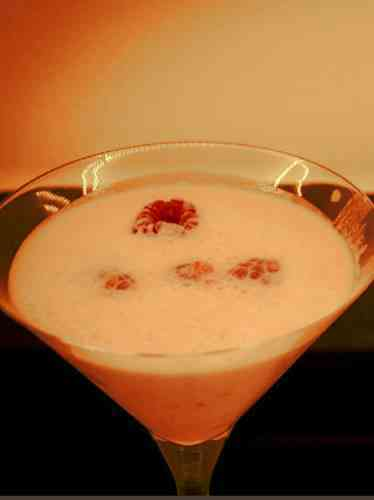 https://cocktailsandshots.com/wp-content/uploads/2018/06/how_to_make_silk_stockings_cocktail_recipe_with_tequila_grenadine_white_cacao_liqueur_whipped_cream.jpg