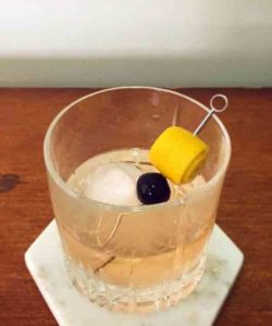 https://cocktailsandshots.com/wp-content/uploads/2018/06/how_to_make_the_gin_old_fashioned_cocktail_recipe-250x300.jpg