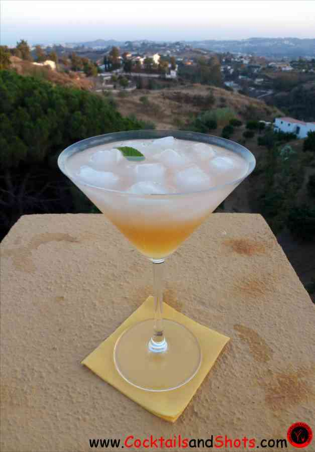 https://cocktailsandshots.com/wp-content/uploads/2018/06/how_to_make_the_mountain_air_drink_recipe.jpg