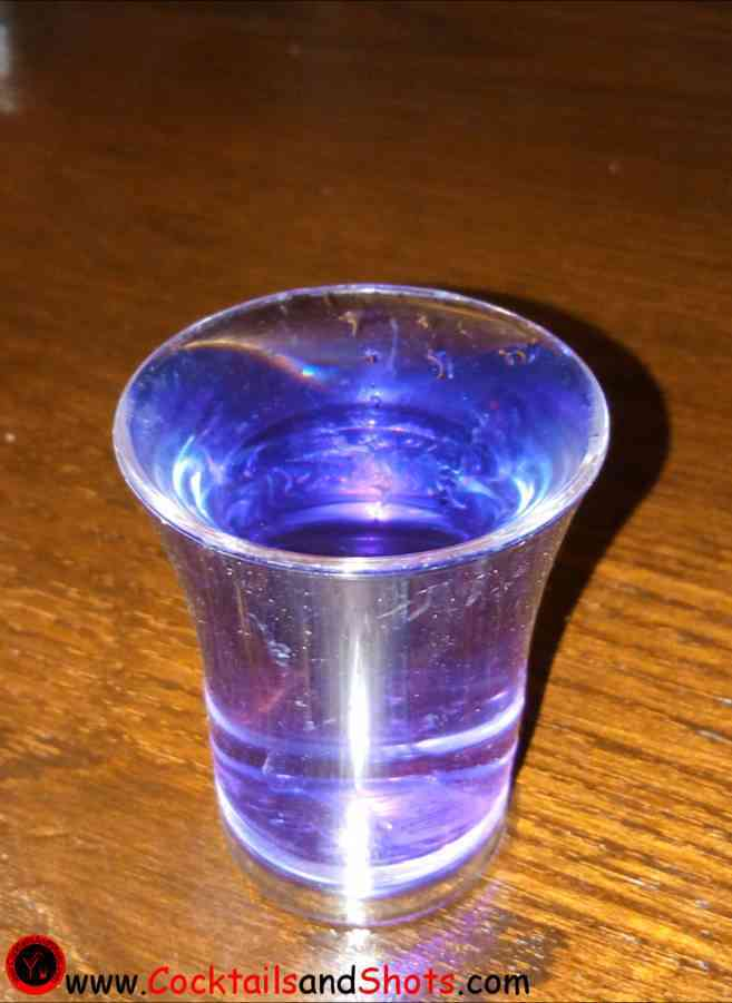 https://cocktailsandshots.com/wp-content/uploads/2018/06/how_to_make_the_purple_haze_shooter_recipe.jpg