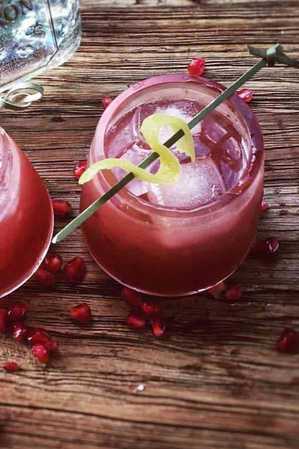 https://cocktailsandshots.com/wp-content/uploads/2018/06/how_to_make_the_ruby_margarita_cocktail_recipe.jpg