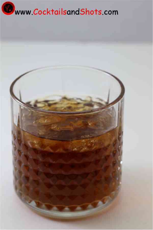 https://cocktailsandshots.com/wp-content/uploads/2018/06/how_to_make_the_spanish_moss_cocktail_recipe_made_with_tequila_coffee_liqueur_creme_de_menthe.jpg
