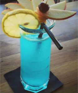 https://cocktailsandshots.com/wp-content/uploads/2018/06/how_to_prepare_the_blue_win_cocktail_drink_recipe_made_with_gin_ricard_lemon_juice_and_blue_curacao-250x300.jpg