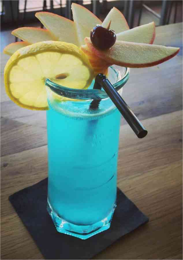 https://cocktailsandshots.com/wp-content/uploads/2018/06/how_to_prepare_the_blue_win_cocktail_drink_recipe_made_with_gin_ricard_lemon_juice_and_blue_curacao.jpg