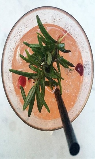 https://cocktailsandshots.com/wp-content/uploads/2018/06/how_to_prepare_the_italian_greyhound_cocktail_drink_recipe_made_vodka_campari_grapefruit_juice_and_rosemary_0.jpg