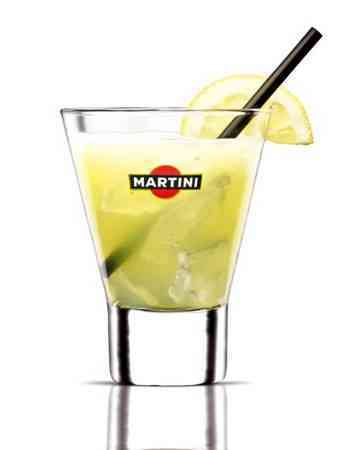 https://cocktailsandshots.com/wp-content/uploads/2018/06/learn_how_to_prepare_a_martini_bianco_fizz_cocktail.jpg