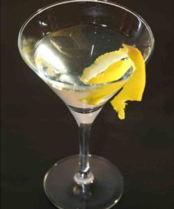 https://cocktailsandshots.com/wp-content/uploads/2018/06/lemon_vodka_martini_recipe-250x300.jpg