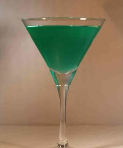 https://cocktailsandshots.com/wp-content/uploads/2018/06/macbeth_cocktail_recipe_with_scotch_whisky-250x300.jpg