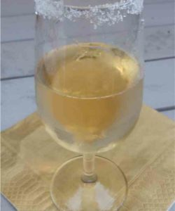 https://cocktailsandshots.com/wp-content/uploads/2018/06/magna_carta_cocktail_recipe_made_with_tequila_triple_sec_and_champagne-250x300.jpg
