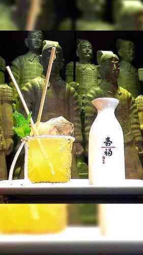 https://cocktailsandshots.com/wp-content/uploads/2018/06/nami_cocktail_recipe_with_sake_red-japanse_tea.jpg