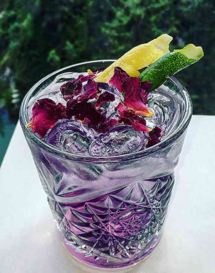 https://cocktailsandshots.com/wp-content/uploads/2018/06/purple_russian_cocktail_recipe.jpg