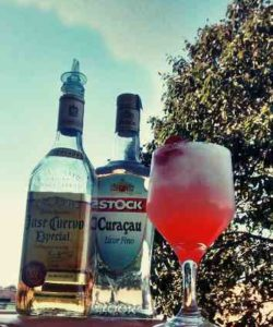 https://cocktailsandshots.com/wp-content/uploads/2018/06/red_moon_tequila_cocktail_recipe-250x300.jpg