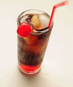https://cocktailsandshots.com/wp-content/uploads/2018/06/roy_rogers_mocktail_recipe_made_with_cola_and_grenadine-250x300.jpg