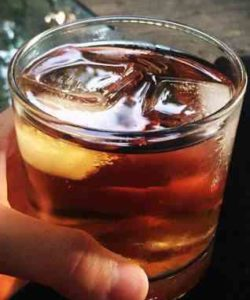 https://cocktailsandshots.com/wp-content/uploads/2018/06/rye_and_ginger_cocktail_recipe_with_whiskey_ginger_ale-250x300.jpg