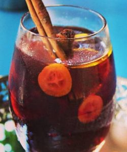 https://cocktailsandshots.com/wp-content/uploads/2018/06/sangria_cocktail_recipe-250x300.jpg