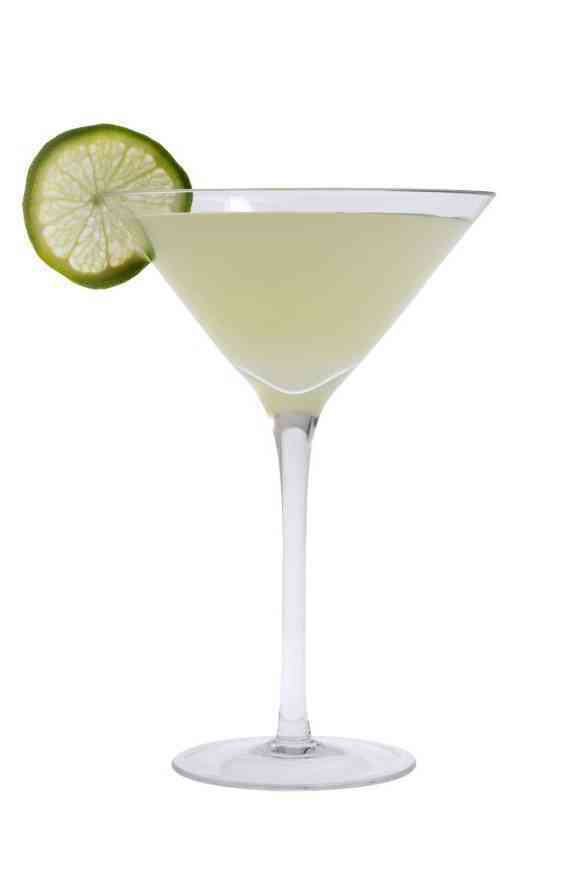 https://cocktailsandshots.com/wp-content/uploads/2018/06/schumanns_gimlet_cocktail.jpg