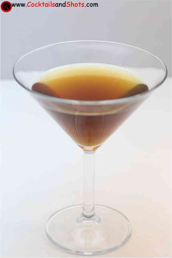 https://cocktailsandshots.com/wp-content/uploads/2018/06/shanghai_cocktail_recipe_with_rum_and_pastis.jpg
