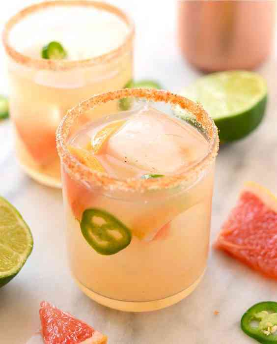 https://cocktailsandshots.com/wp-content/uploads/2018/06/spicy_grapefruit_margarita_made_with_tequila_jalapeno_lime_juice_simple_syrup_and_grapefruit_juice.jpg
