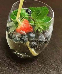 https://cocktailsandshots.com/wp-content/uploads/2018/06/spritzer-recipe-250x300.jpg