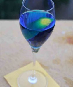 https://cocktailsandshots.com/wp-content/uploads/2018/06/strong_arm_cocktail_recipe_made_with_gin_vodka_blue_curacao_and_lemon-250x300.jpg